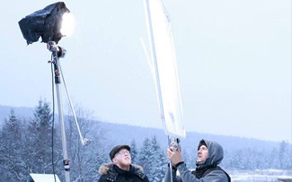 Film crew preparing the lighting for the next scene. Our cinematographer makes sure of the angle and diffusion of the light. Shooting in winter of a short film in a farm. Choice of shooting locations adapted to the story. for your next film production in Canada or film production in Quebec we are the way to go